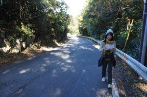 県道を歩く1