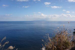 山道から海を見る1