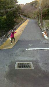 伊豆北川駅へ向かう上り坂